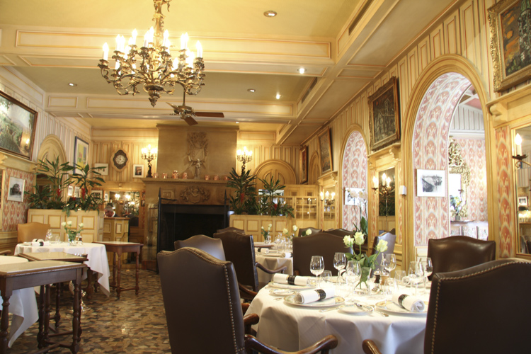 Dining room of L'Auberge